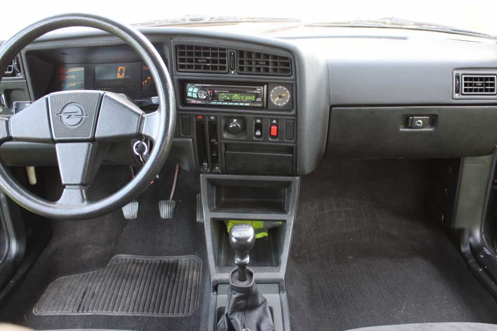 Opel Ascona GT 4