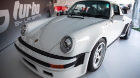 Porsche 911 (930) Lanzante 01