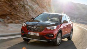 Opel Grandland X Hybrid4 05