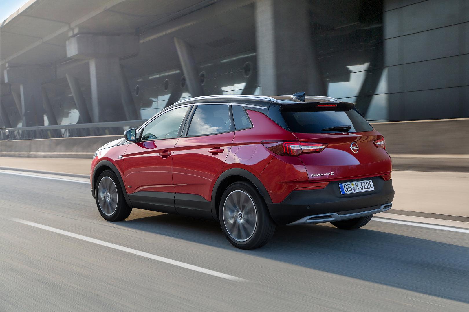 Opel Grandland X Hybrid4 07
