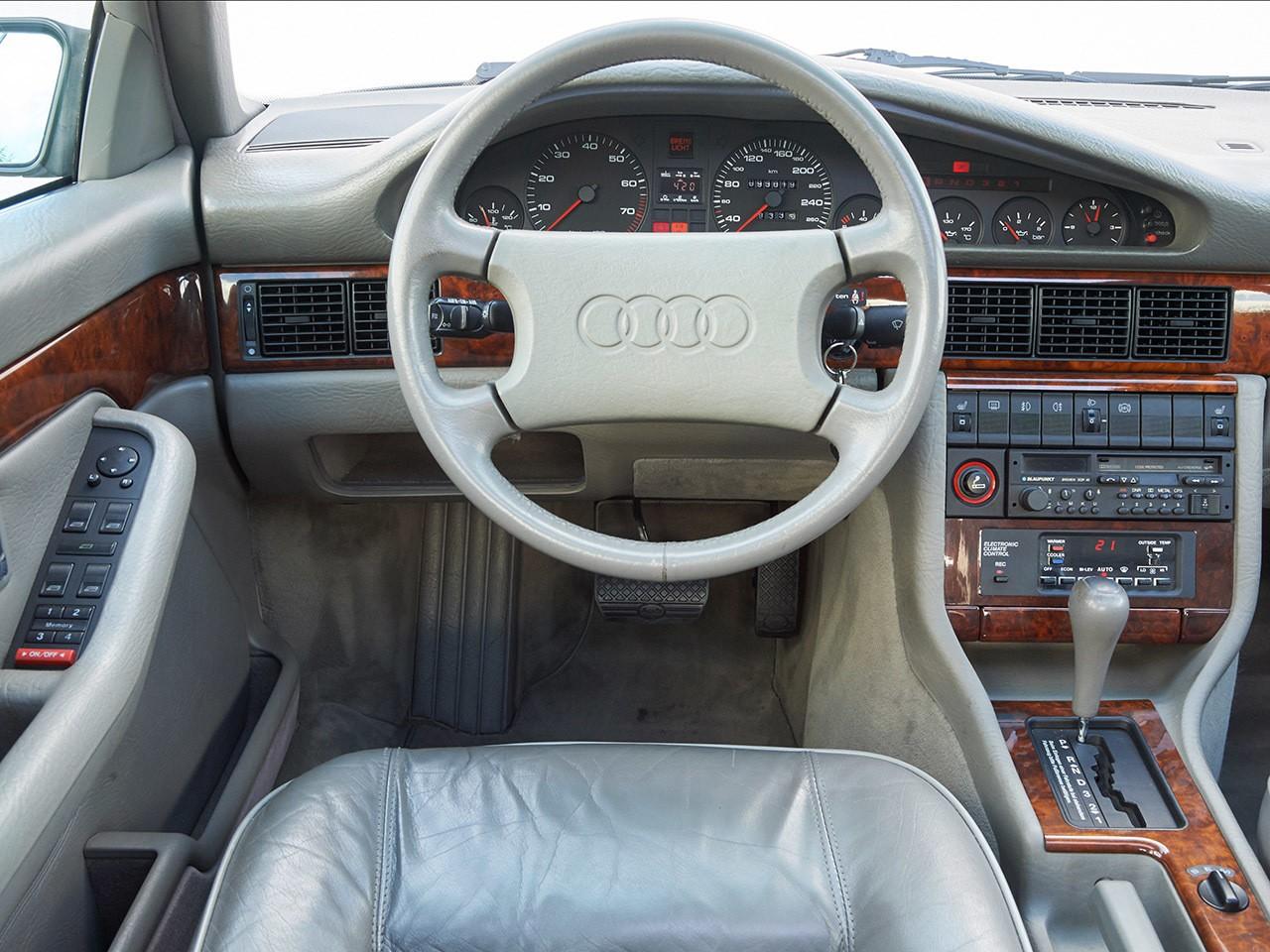 Audi V8 (C4)