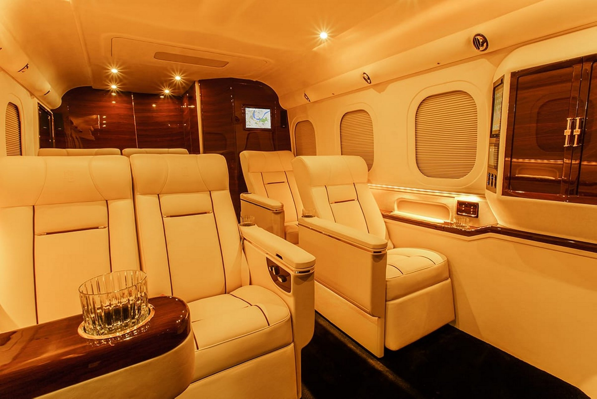 Lexani G 77 Sky Master (3)