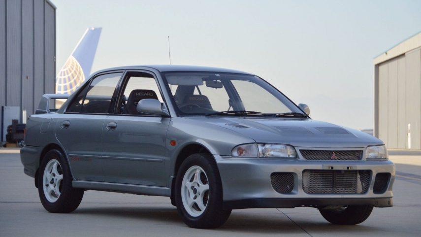 ¿Buscando un sedán rápido con tracción total? Tal vez este Mitsubishi Lancer Evolution II sea una buena opción