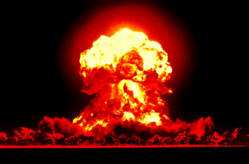 Consejos para sobrevivir a una explosión nuclear mientras vas en coche