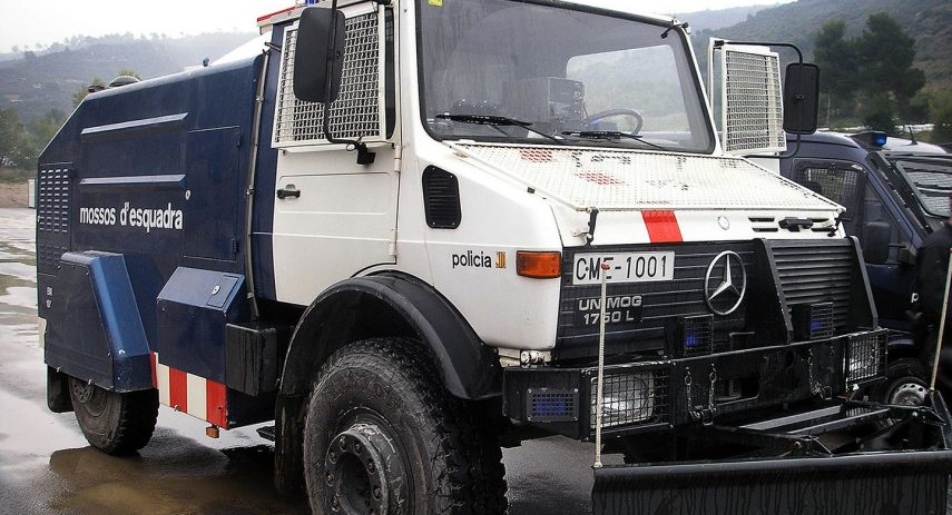 Camion antidisturbios Mossos