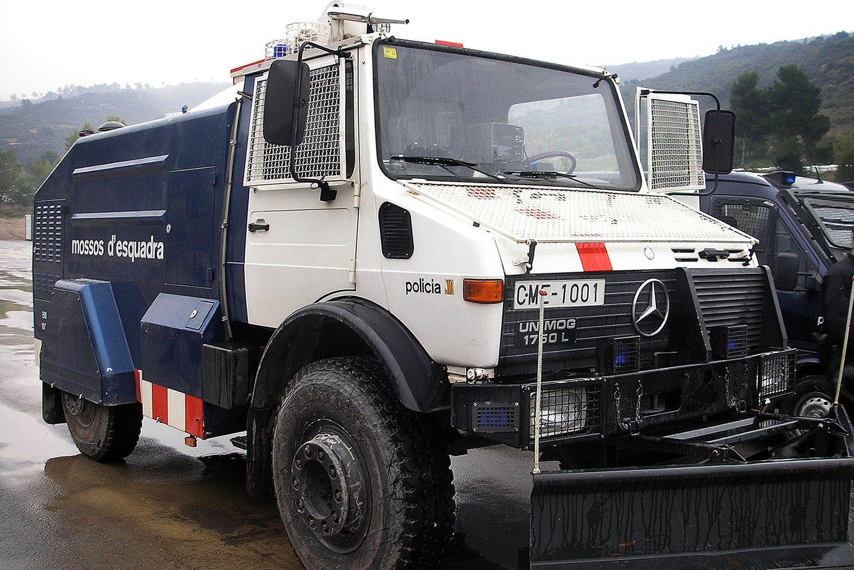 El camión antidisturbios de los Mossos d'Esquadra pone el broche de oro al Salón del Caravaning