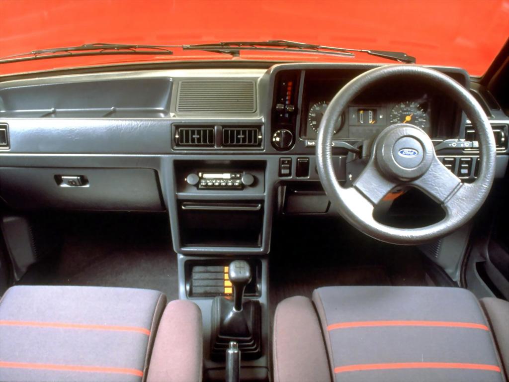 Ford Escort XR3 MkIII UK interior