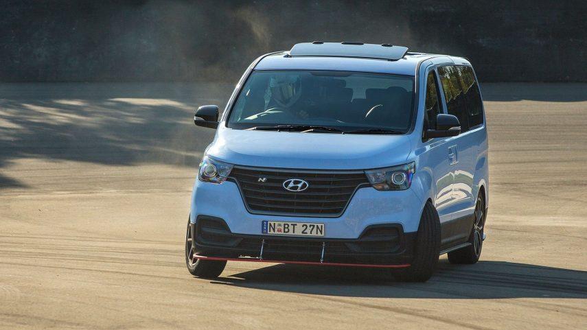 "Hyundai iMax N ""Drift Bus"": la furgoneta ideal para ir de lado a lado"