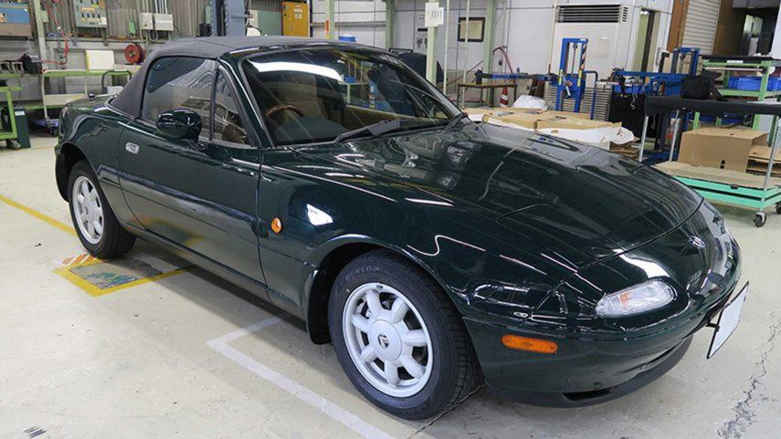 Mazda deja los MX-5 de primera generación (NA) como recién salidos del concesionario