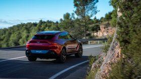 Aston Martin DBX 2020 02