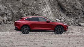Aston Martin DBX 2020 15