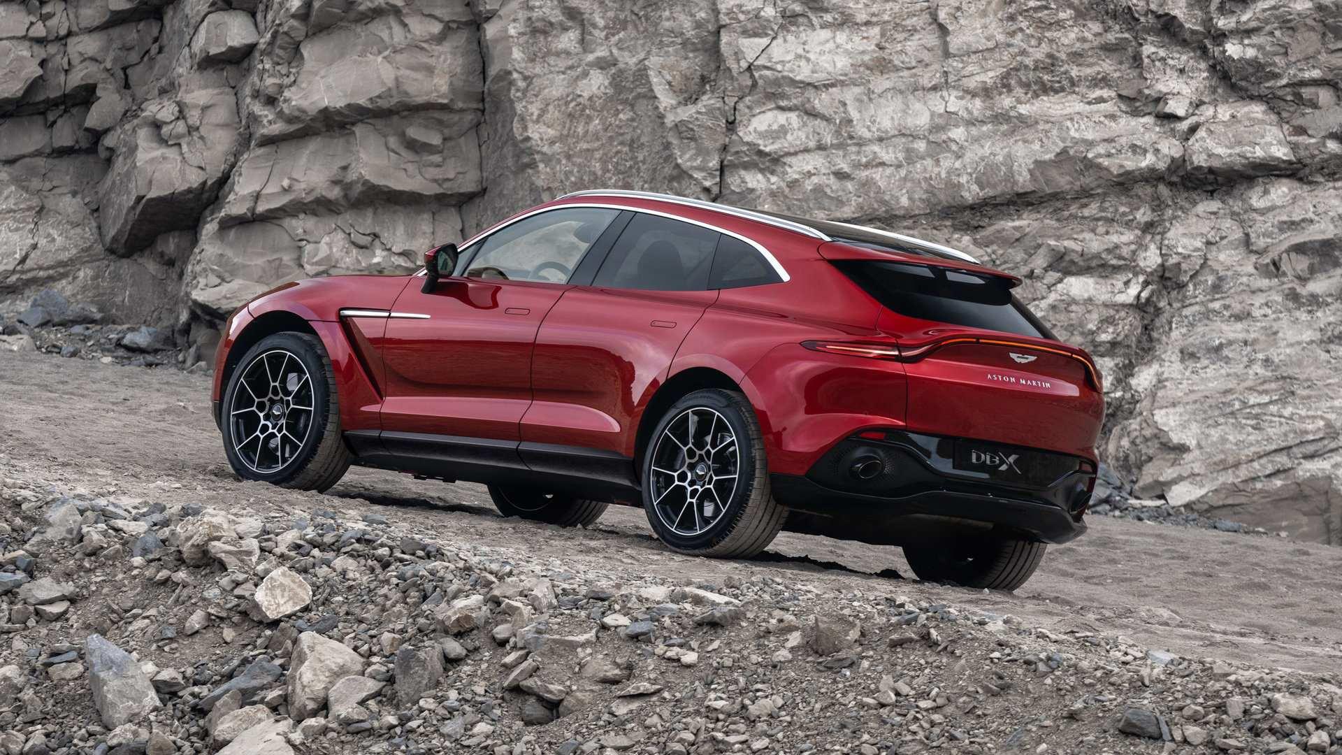 Aston Martin DBX 2020 17