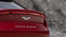 Aston Martin DBX 2020 19