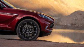 Aston Martin DBX 2020 24