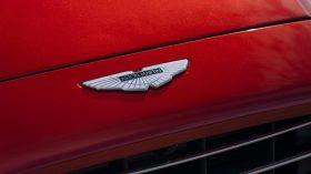 Aston Martin DBX 2020 25