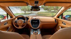 Aston Martin DBX 2020 30