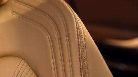 Aston Martin DBX 2020 31