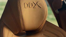 Aston Martin DBX 2020 32