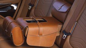 Aston Martin DBX 2020 36