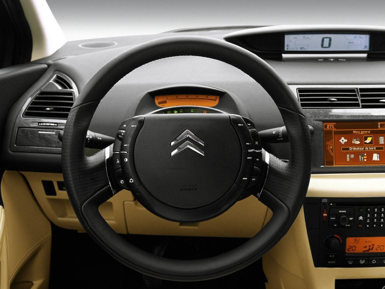 04 Citroen C4 interior