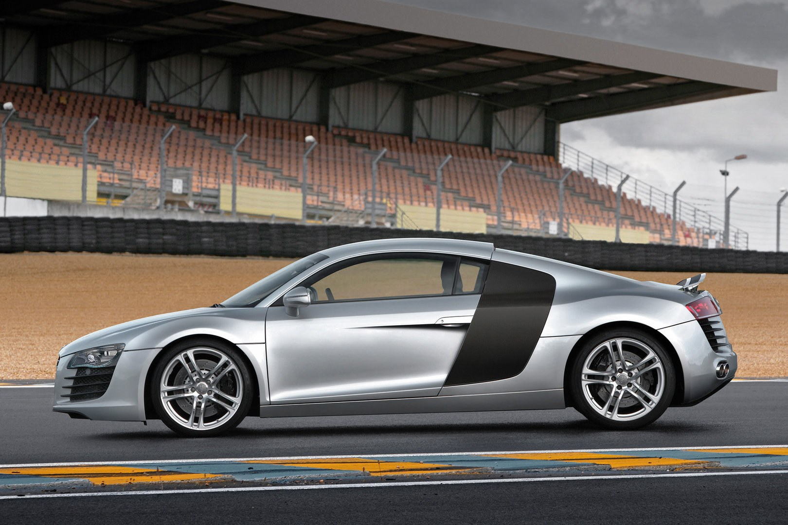 Audi R8 Coupe Typ 42 3