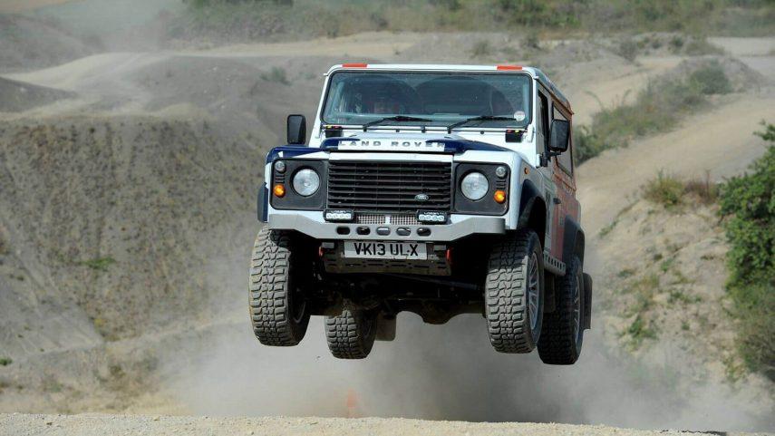 Jaguar Land Rover se hace con Bowler, el preparador externo más extremo de la casa