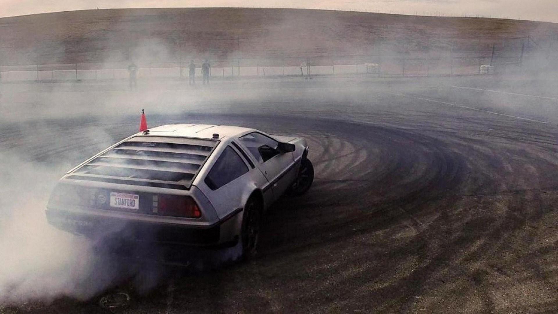Marty, el DeLorean DMC-12 que hace drifting sin conductor