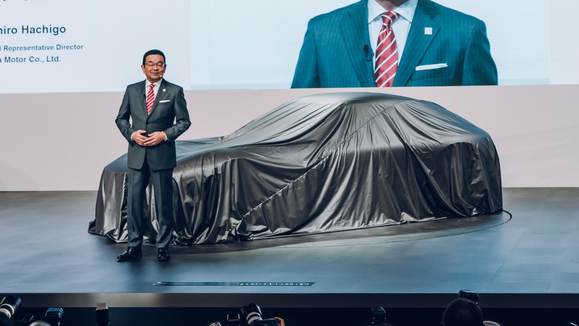 El CEO de Honda se muestra cauto con los coches eléctricos y autónomos