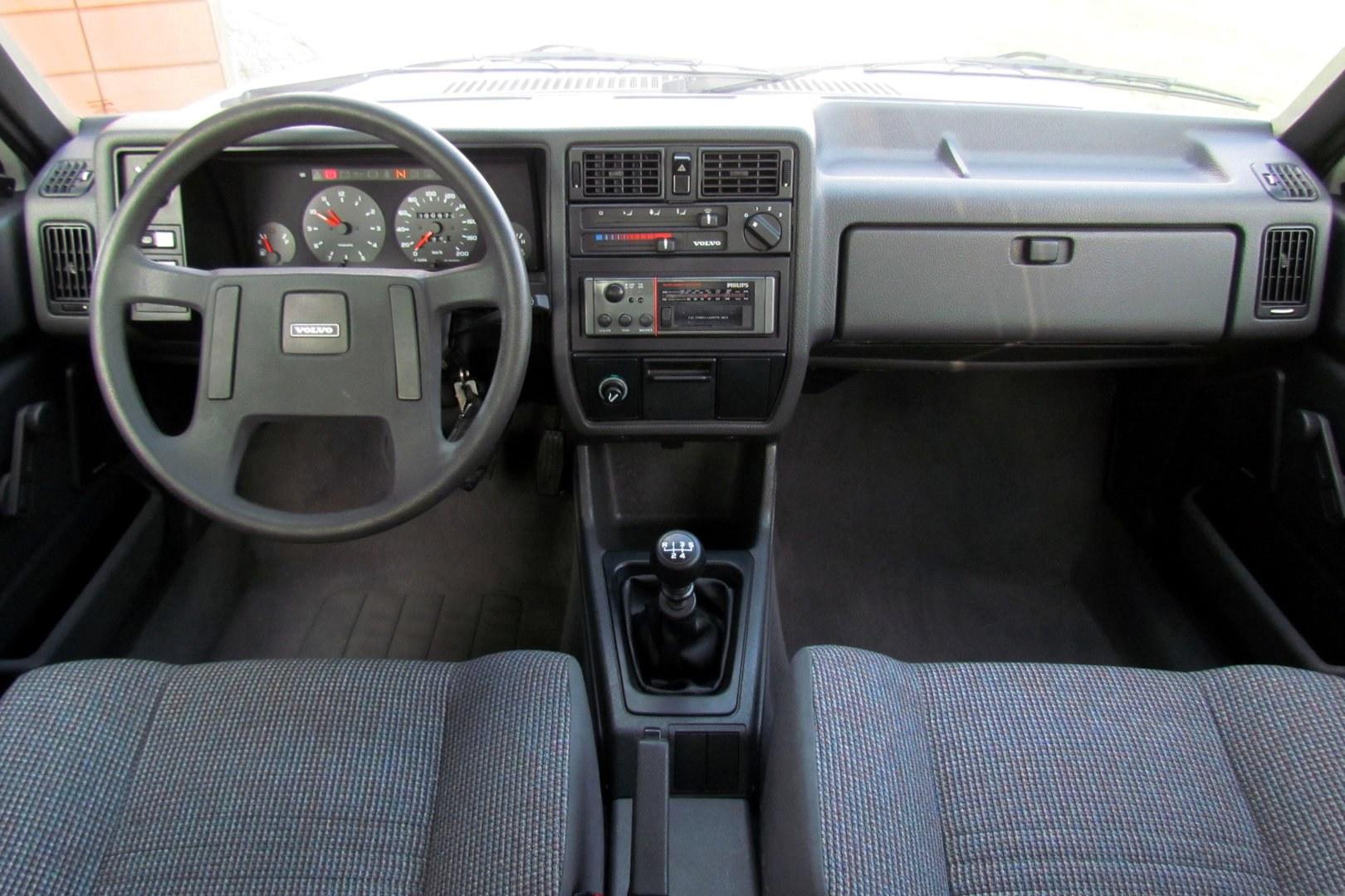 Volvo 360 Sedan 6
