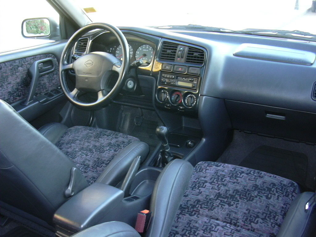 Nissan Primera GT interior P11