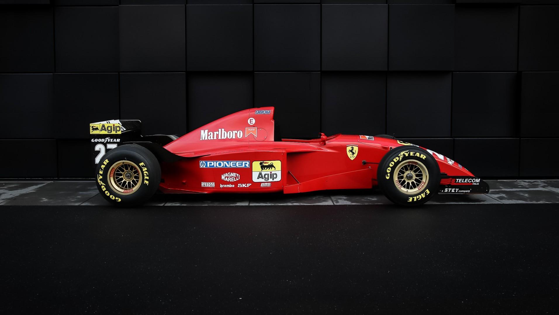 Este Ferrari 412 T2, el primero que condujo Michael Schumacher, puede ser tuyo