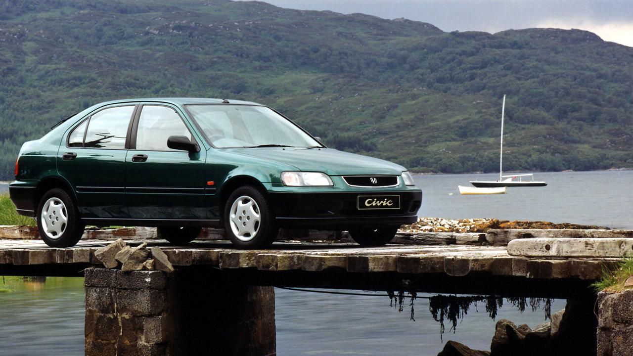 La COVID-19 dispara las ventas de los coches usados más antiguos y asequibles