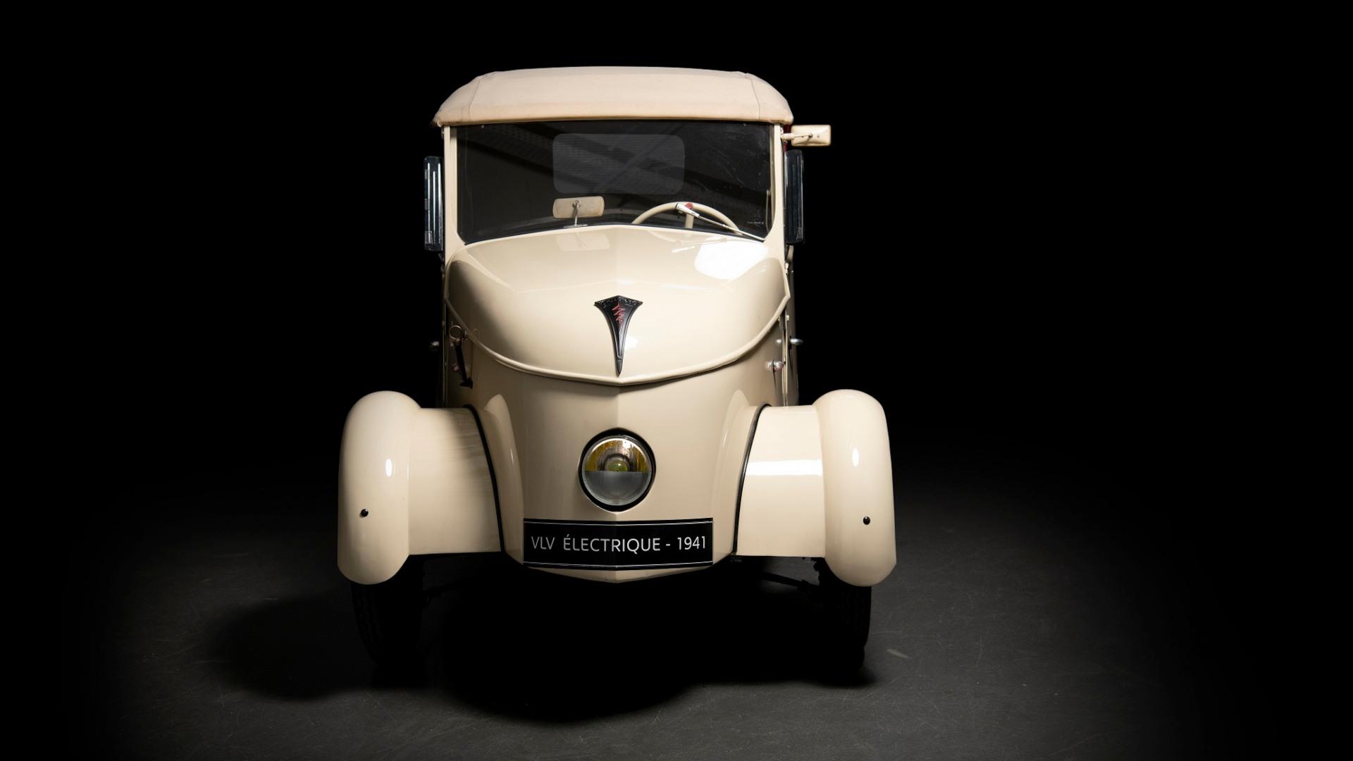 Peugeot muestra en Rétromobile sus coches eléctricos desde 1941