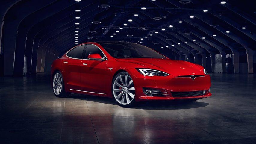 Tesla rectifica y restaura el Autopilot de un Model S usado