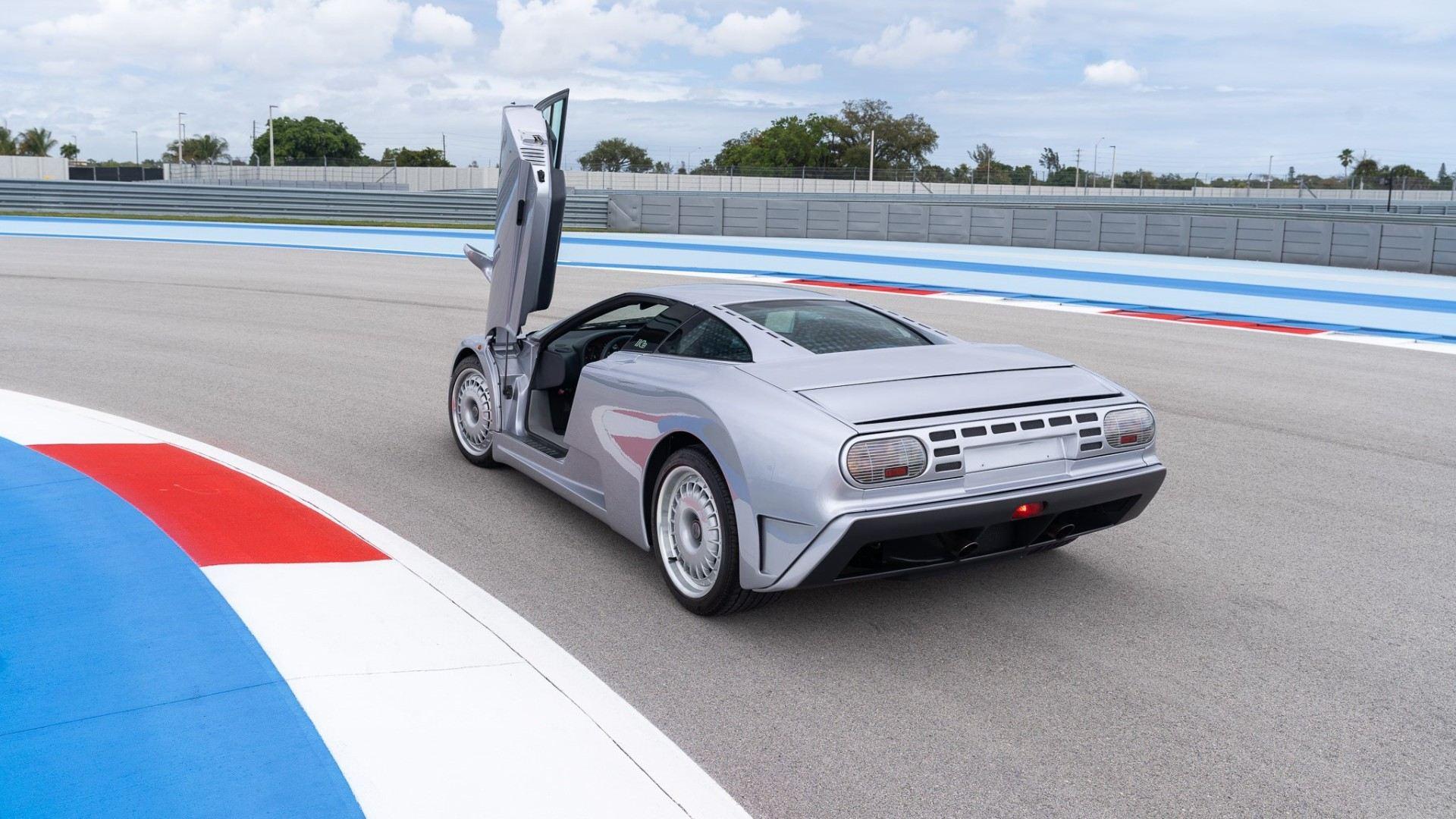 ¿Alguien caritativo para acoger este Bugatti EB110 GT de 1993?