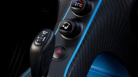 Bugatti Chiron Pur Sport 2020 (8)