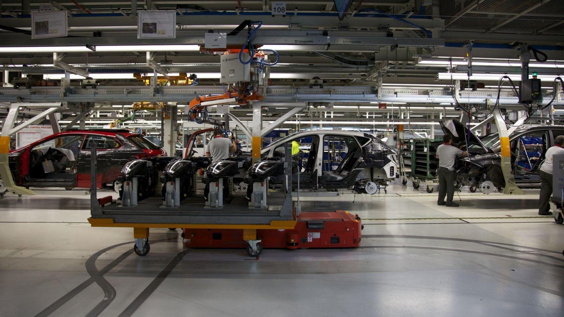Las fábricas de SEAT, Mercedes-Benz y Volkswagen reanudan su actividad en España
