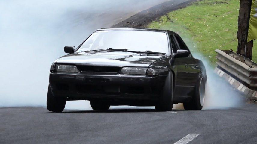 Tienes que escuchar a este Nissan Skyline R32