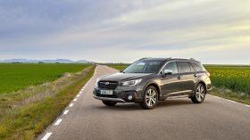 Subaru Outback Silver Edition (1)