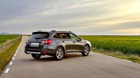 Subaru Outback Silver Edition (3)