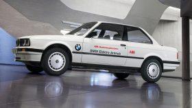 BMW 325iX Coupe Electric 2