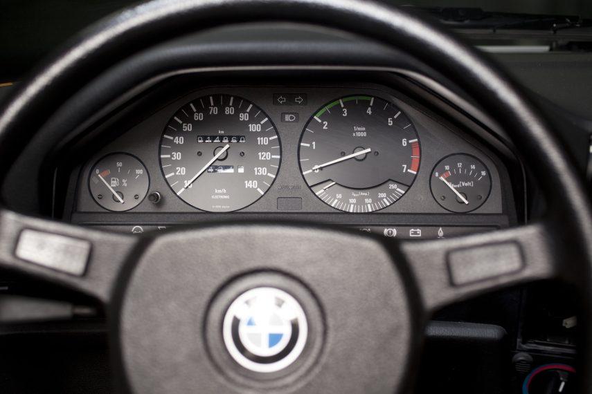 BMW 325iX Coupe Electric 6