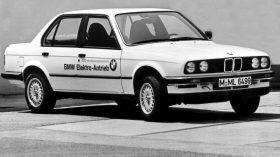 BMW 325iX Electric sedan
