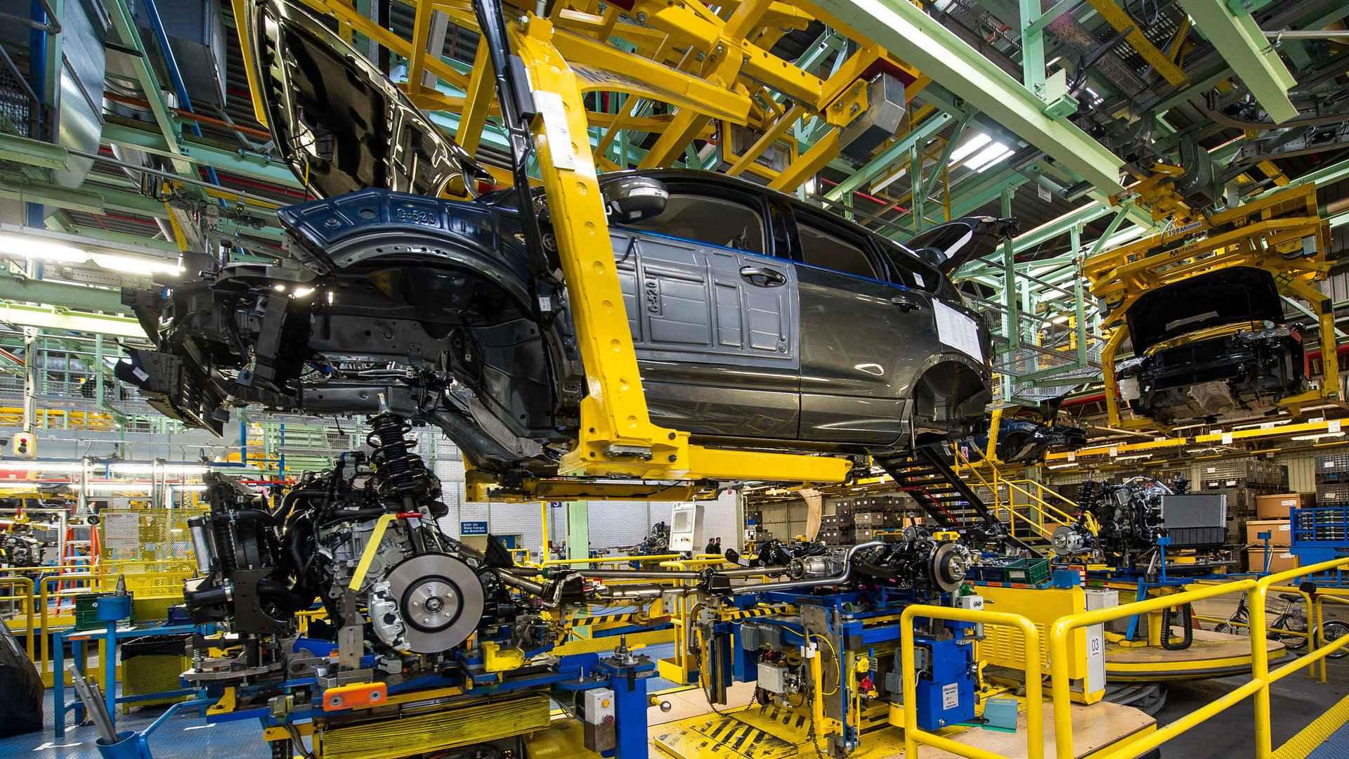 La escasez de microchips frena la producción de las fábricas de automóviles
