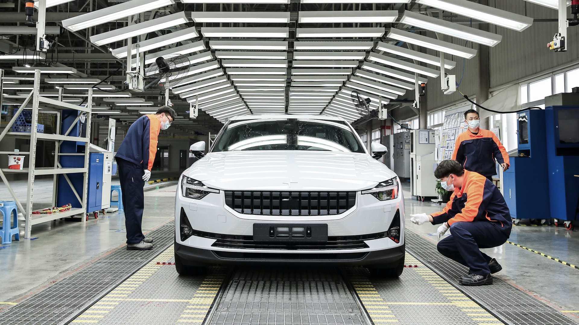 Mientras Europa y EEUU tienen la industria parada, el Polestar 2 se fabrica en China