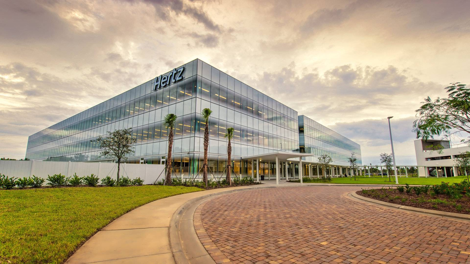 Hertz acumula una deuda de 17.000 millones de dólares ante el desplome de los alquileres