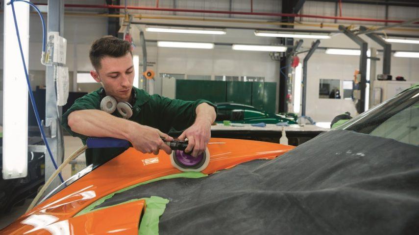¿Cómo se fabrica un automóvil de serie limitada? (IV)