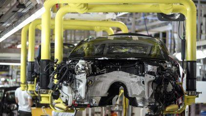 31 Aston Martin fabrica Max Earey