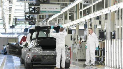 32 Aston Martin fabrica Max Earey