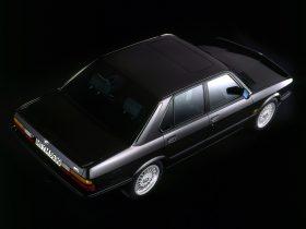 BMW M5 E28 8